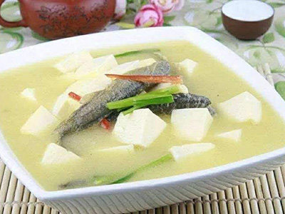 豆腐炖泥鳅