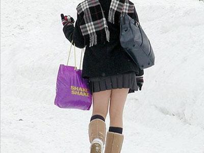 冬天穿短裙,以防关节受伤