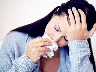 女性咳嗽时漏尿的原因是什么?